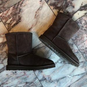 NWOB Ugg Australia Classic Short Boots chocolate
